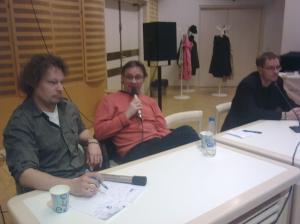 Kuvassa panelistit Tuukka Tomperi, Jukka-Pekka Laakso ja Markus Määttänen.